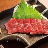 赤身牛肉の刺し身です。新鮮なお肉の旨みをお届けします。