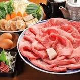 すき焼きのコースは6,000円(税抜)~ご用意。8,000円(税抜)以上のコースは、牛たたきが付きます。