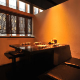 2階テーブル席は、他のお客さまを気にせずゆっくり過ごせるボックス席。