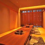 大広間の座敷個室は、お部屋を仕切ってお使いいただくことも可能です。12名様の少人数宴会に最適です。