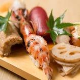新鮮な魚介に一工夫。板長自慢の「加賀前寿司」を是非ご笑味あれ