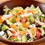 海老とアボカドのチョップサラダ