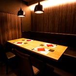 シックなスタイルのテーブル席