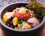 ユッケ石焼ビビンバ 漢城軒特製石鍋混ぜ御飯