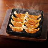 【ランキング1位】 肉汁タップリ!魚民特製の「鉄鍋餃子」