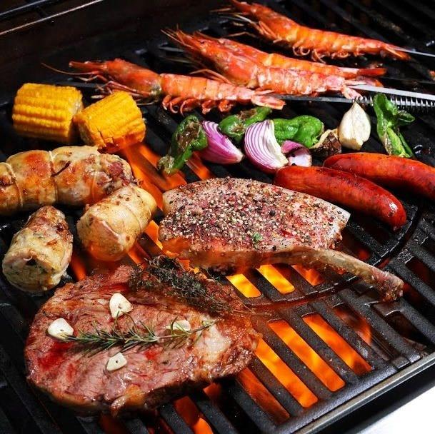 お肉や魚介類をジューシーに焼き上げることができる本格グリラー