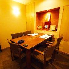 掘り炬燵とテーブル席の個室あり