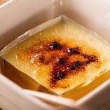 【カスタリゼ】 半解凍のカスタードアイスと砂糖を炙った逸品