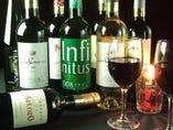3800円で選んでいただけるワインが赤白8種類づつ。毎月変わるハウスワインは常備3種類。好みのワインが必ずみつかるはず!