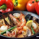 スペイン料理の定番、パエリアがなんと言ってもおすすめです!