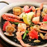 渡り蟹とフレッシュトマトのブラックパエリア