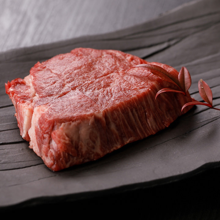 柔らかな肉質と濃厚な旨味の黒毛和牛を様々な部位で堪能できる