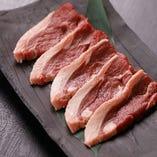 柔らかくもしっかりとした羊肉の旨味が堪能できる「サフォークラム」