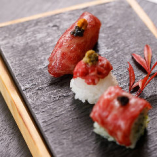 その日最もオススメの和牛部位3種を寿司で堪能できる逸品「和牛握り3種盛合せ」
