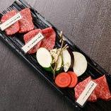イチボ、ランプ、カイノミなど3種の部位と野菜が楽しめる「本日のお肉3種盛合せ」