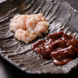 濃厚な味わいと歯ごたえが楽しめる和牛レバーなど、各種ホルモンもご用意しております