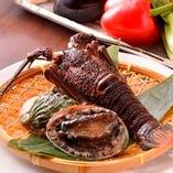 豊富な海鮮類もご用意しております。お肉と合わせてどうぞ。