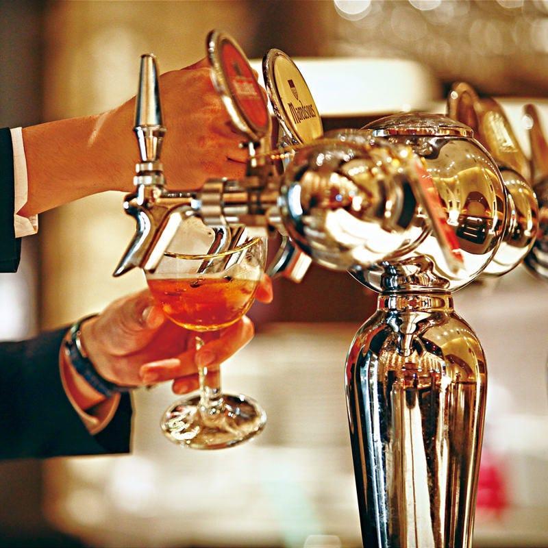 ビアマイスターが注ぐ樽生ビール
