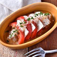 トマトのマリネとモッツァレラチーズのカプレーゼ