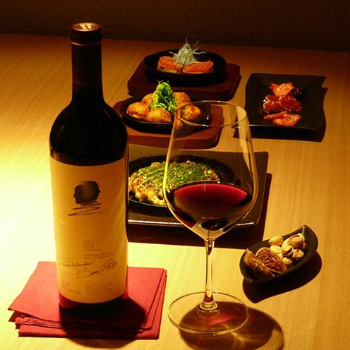 出汁の効いた京風たこ焼きとワインとのマリアージュ。