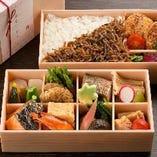 お弁当は肉/魚の2種類をご用意(要予約)