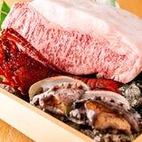 """佐賀牛A5ランクや鮑、鰻、伊勢海老など豪華絢爛な食材を使用した""""特別な日にふさわしい""""コースもご用意しております。接待や記念日や顔合わせ、お祝いにぜひご利用くださいませ。"""
