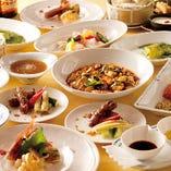 色鮮やかな中華料理の数々がお客様を魅了します。