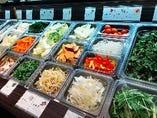 新鮮野菜が20種類食べ放題。