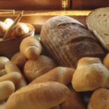 小麦粉・水・酵母で作るイタリアのパン。 お代わり自由です。