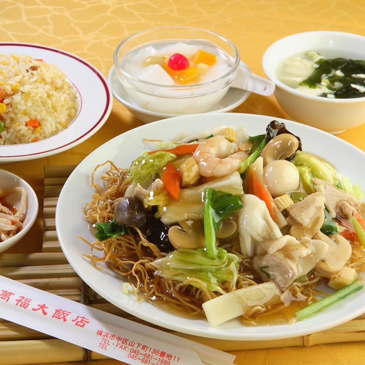 ランチ五目あんかけやきそば半チャーハン小皿スープ杏仁豆腐付