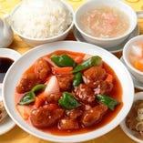 2.スブタ (ライス、フカヒレスープ、ザーサイ、春巻、杏仁豆腐付)