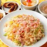 5.カニ肉入りチャーハン (フカヒレスープ、ザーサイ、春巻、杏仁豆腐付)