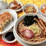 7.焼き餃子 (半ラーメン、ザーサイ、春巻、杏仁豆腐付)