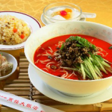 D.担々麺 (半チャーハン、小皿、杏仁豆腐付)