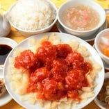 1.芝エビのチリソース (ライス、フカヒレスープ、ザーサイ、春巻、杏仁豆腐付)