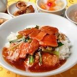 4.豚バラかけご飯 (フカヒレスープ、ザーサイ、春巻、杏仁豆腐付)