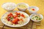 A.エビのチリソース炒め (白ライス、小皿、スープ、杏仁豆腐付)