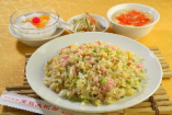 B.カニ肉入りチャーハン (小皿、スープ、杏仁豆腐付)