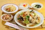 C.五目あんかけやきそば (半チャーハン、小皿、スープ、杏仁豆腐付)
