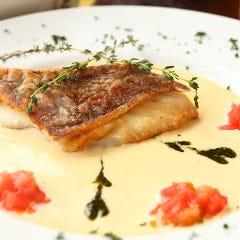 愛媛産 真鯛のソテー、タイム風味のクリームソース