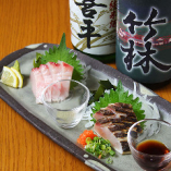 鰆の食べ比べ 刺身とタタキがセットになった人気商品。