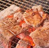 本格的な手切り仕込みの炭火焼き牛たんが1200円とお得!