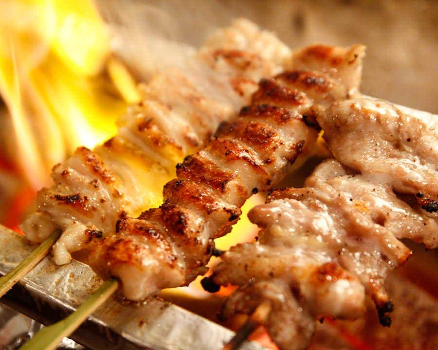 備長炭で焼く「長州ひな鶏の串焼き」
