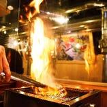 キッチンからは炭火焼の立ち上る炎も見れます。ライブ感たっぷり!