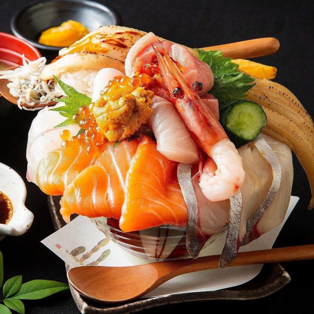 1日限定5食の早い者勝ち!やりすぎ感満載の海鮮丼は必食の一品