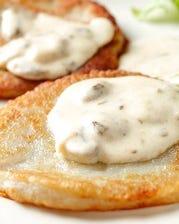 おすすめメニュー No.1 ハンガリー風ポテトパンケーキ クリームマッシュルーム添え