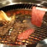 肉の旨味を閉じ込めて。