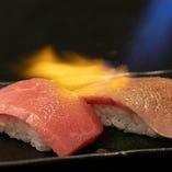 お客様の目の前で炙る、特選黒毛和牛の「炙り寿司」は数量限定!
