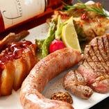 当店自慢のステーキや自家製ソーセージなど、お肉をつまみにお酒を楽しむのも当店ならではの楽しみ方です♪