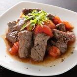 牛肉とトマト、バルサミコ酢の三位一体「牛肉とトマトのバルサミコ酢ソテー」